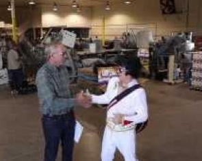 Elvis visits Snyder Onion and Livestock in Yerington